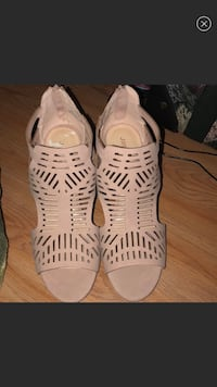 Pink open toed low wedges  Gaithersburg, 20877