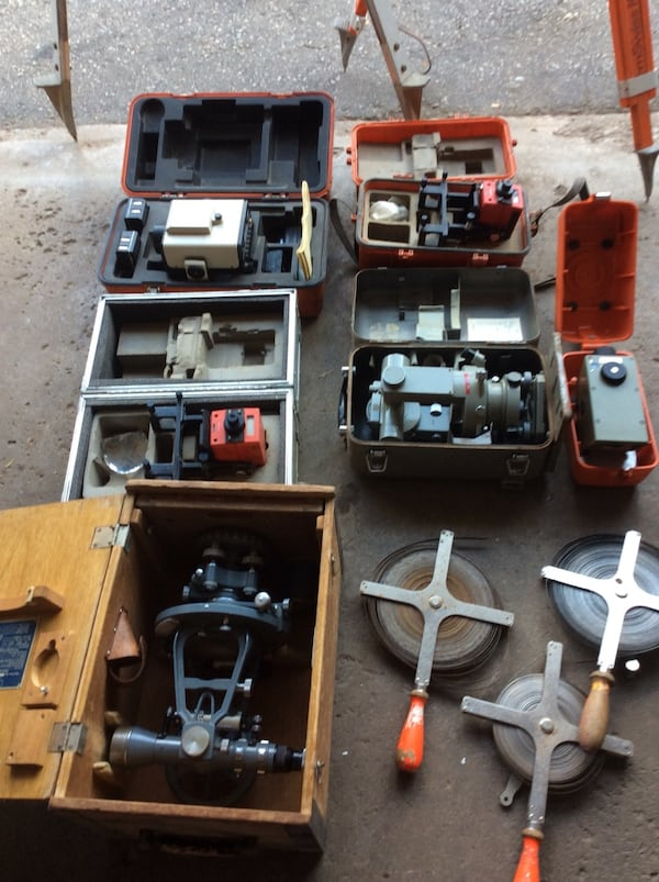 Surveying equipment 81931ee1-002d-47ee-ace1-95b7085c9c1a