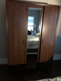 Triple armoire with mirror  null
