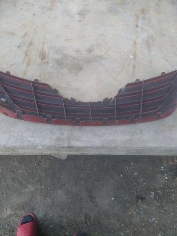 (Phone number hidden by letgo) TA CAMRY FRONT GRILLE 5ebcb764-be36-4edc-9c76-6f71bf046790