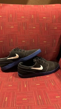 Black-and-blue nike sb low-top sneakers