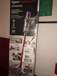 200$ off brand new dyson cyclone v10 never used(in the box) Toronto, M8V 1A4