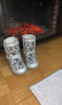 Beautiful winter boots Toronto, M4K 2H9