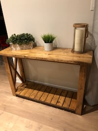 Console table, like new condition! New Tecumseth, L9R
