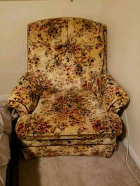Floral chair Whitby, L1P 1S5