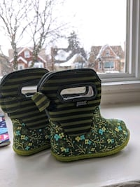 Size 4 baby bogs snow boots
