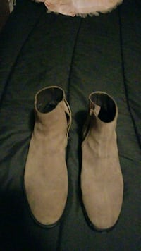 pair of brown leather boots San Antonio, 78244