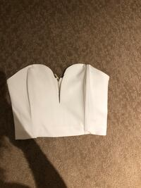White cropped zip up shirt from dynamite never worn. Size small.