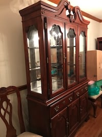 Queen Anne Dining Room, good condition, 6  chairs, 2 arm chairs, Buffet , plus a leaf for the table leaf  Annandale, 22003