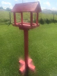 Tall bird feeder