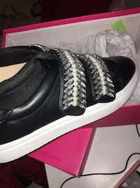 Black sneakers size 8 Anmore, V3H
