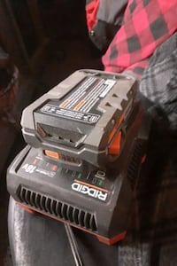 Ridgid 18 volt lithium ion battery charger with battery