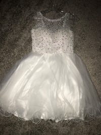 white fluffy dress, perfect for homecoming or prom. In perfect conditions, size US2  Revere, 02151