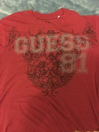 Men's red guess Tee  572 km