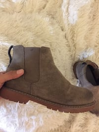 Cute suede booties Vancouver, V6E 1N6