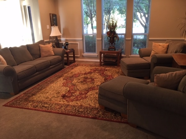 Phenomenal Used Couch Two Chairs With Ottomans For Sale In Euless Letgo Spiritservingveterans Wood Chair Design Ideas Spiritservingveteransorg