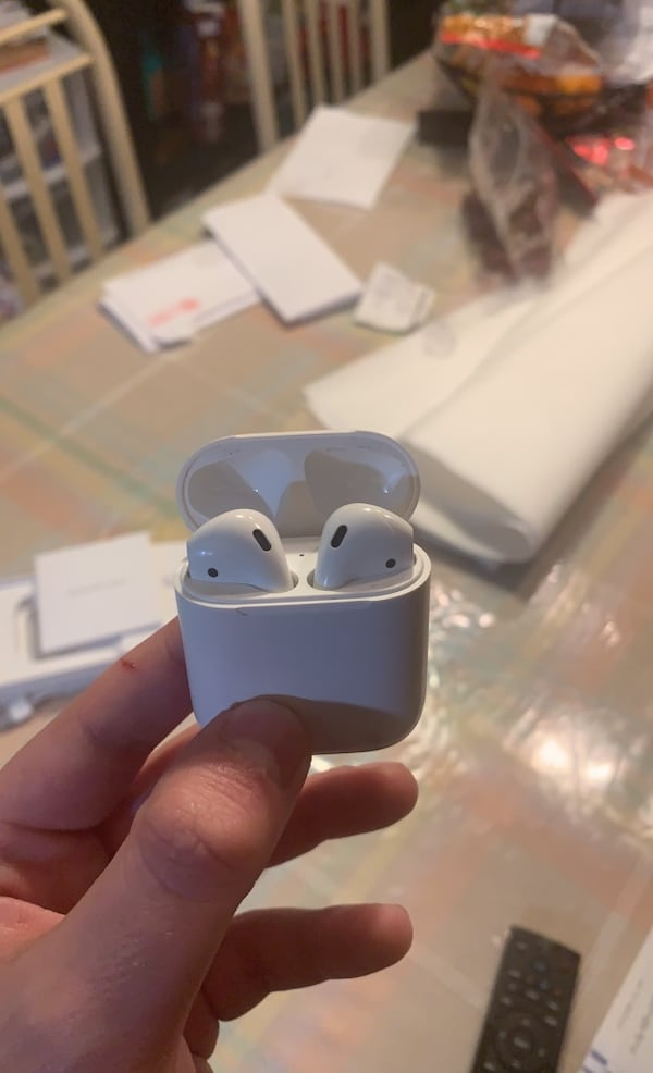 Sold Airpods 1st Gen With Charging Case In Maywood Letgo