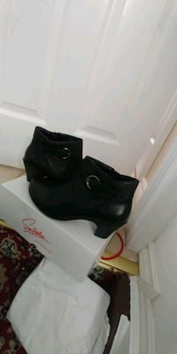 Size 8.5 women's softmoc booties. Brand new never worn