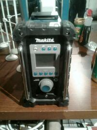 Makita Bluetooth sterio can be battery powered 100