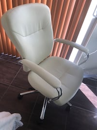 white and gray rolling armchair Miami, 33134