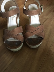 Brown wedges with buckle