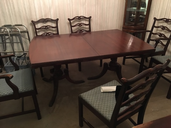 1940's mahogany dining room table with 6 chairs!