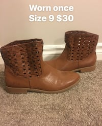 Size 9 booties  St. Thomas, N5R