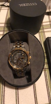 round gold chronograph watch with link bracelet Belleville, 48111