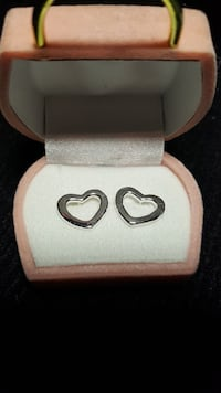 pair of silver-colored heart earrings with box Laurel, L0N 1L0