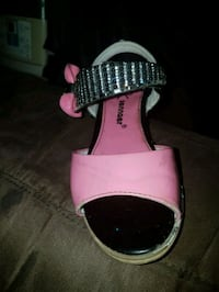 Girls dress shoes Kitchener, N2E 1L6
