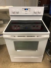 6 Month Old White Whirlpool Glass Top Electric Stove Cost $800 Parma, 44130