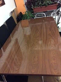 Dining table only for 4-6people Negotiable/pick up only Montréal, H3S 1J6