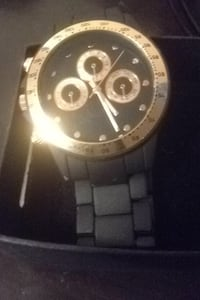 Round rose gold  chronograph watch with link bracelet