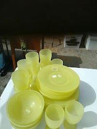 round yellow glass dinnerware set Middletown, 21769