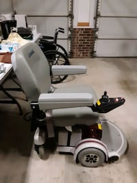Electric wheelchair look good has new batteries