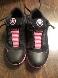 Women's Size 10 Converse Sneakers  Robesonia, 19551