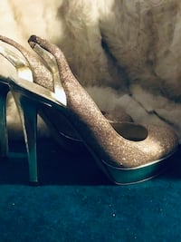 GUESS SIZE 6 sling back Heels.