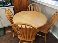 Splid wood dropleaf table (no chairs) Pointe-Claire, H9R 2P9