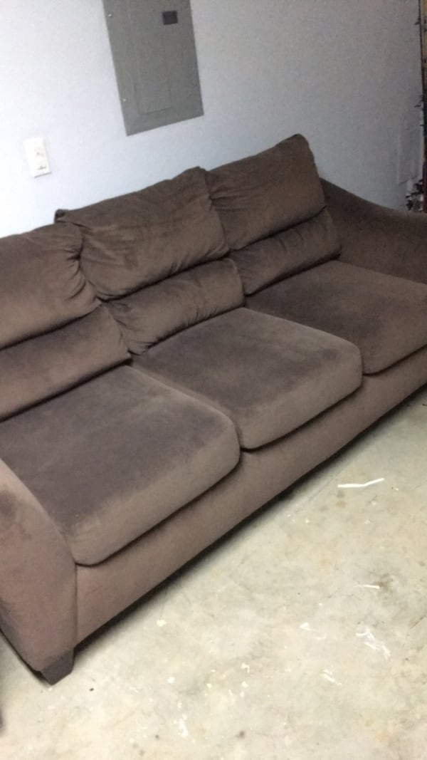 Couch and love seat 3b7d9542-c6f6-40f5-b3f1-a21b989b9f04