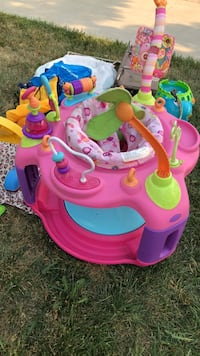 Baby's pink and purple activity saucer Fresno, 93722