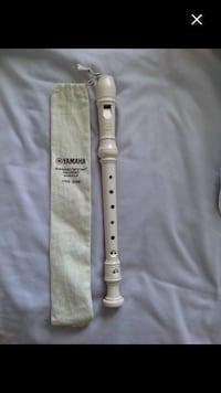 white Yamaha flute with pouch