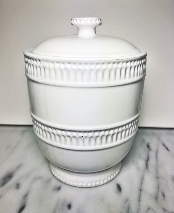 Cream Jar with Lid bfd32ea2-e197-4b1e-95c4-c38a6d2b1c89