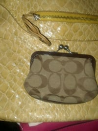 Coach change purse Middletown, 06457