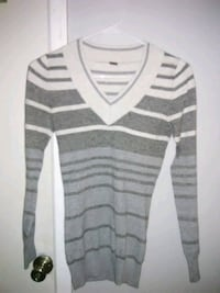 white and gray striped sweater Arlington Heights, 60004