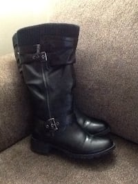 Pair of black leather side-zip knee-high riding boots 2658 km