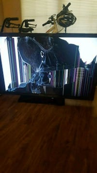Emerson 50 in TV, cracked for parts only Beaumont