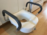 Locking elevated toilet seat with handles $55 Mississauga, L5L 5P5