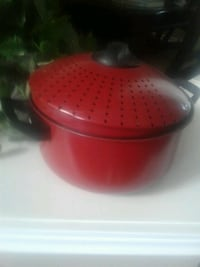 red pot with strainer lid Kitchener, N2E