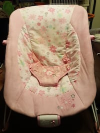 baby's pink and white floral bouncer seat Toronto, M6C 2X4