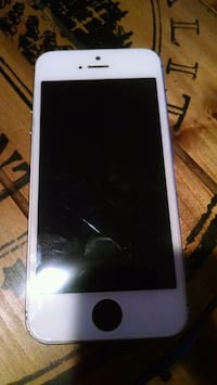 iPhone 5 slight crack on screen silver lighting  Los Angeles, 90006